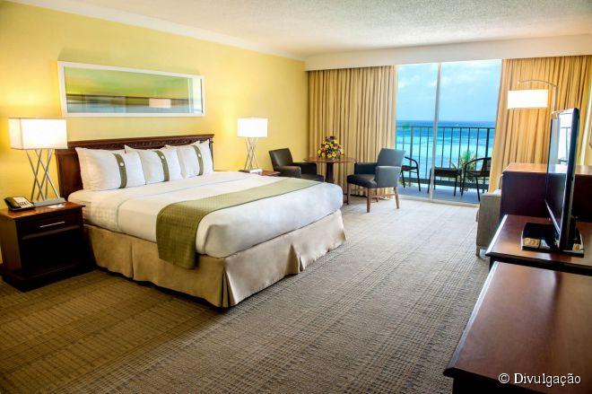 O Holiday Inn Resort Aruba – Beach Resort & Casino está loclaizado em Palm Beach, a praia mais badalada de Aruba e onde ficam os melhores hotéis da ilha