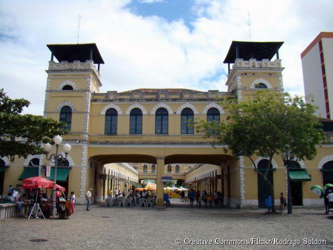 O Mercado Público foi construído no lugar em que, antigamente, estavam barracas e quitandas onde pequenos comerciantes vendiam seus artigos