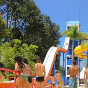 Magic City: o que fazer no parque aquático do interior de SP
