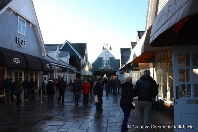 Lozalizado na cidade de Oxfordshire, o Bicester Village oferece grandes marcas com descontos imperdíveis
