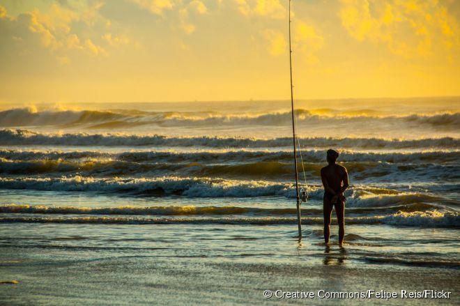 A Praia dos Milionários fica a sete quilômetros do centro de Ilhéus e representa a faixa de areia mais badalada da região