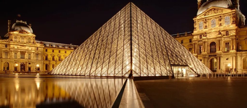 Curiosidades sobre Paris: Entre outubro e março, o Museu do Louvre é grátis no primeiro domingo de cada mês