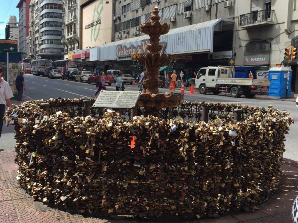 Passeio em Montevideo: Fonte dos Cadeados