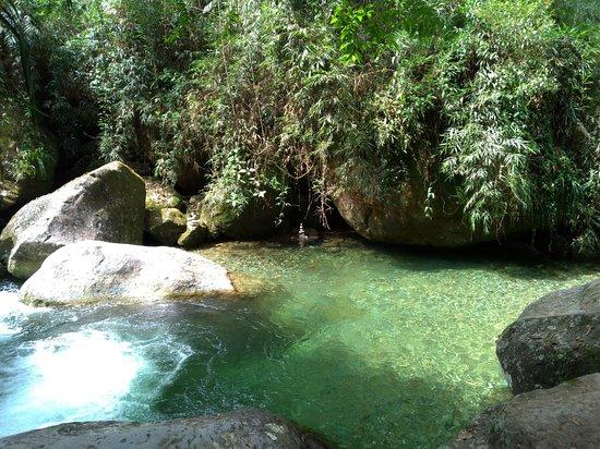 Poço das Esmeraldas em Penedo