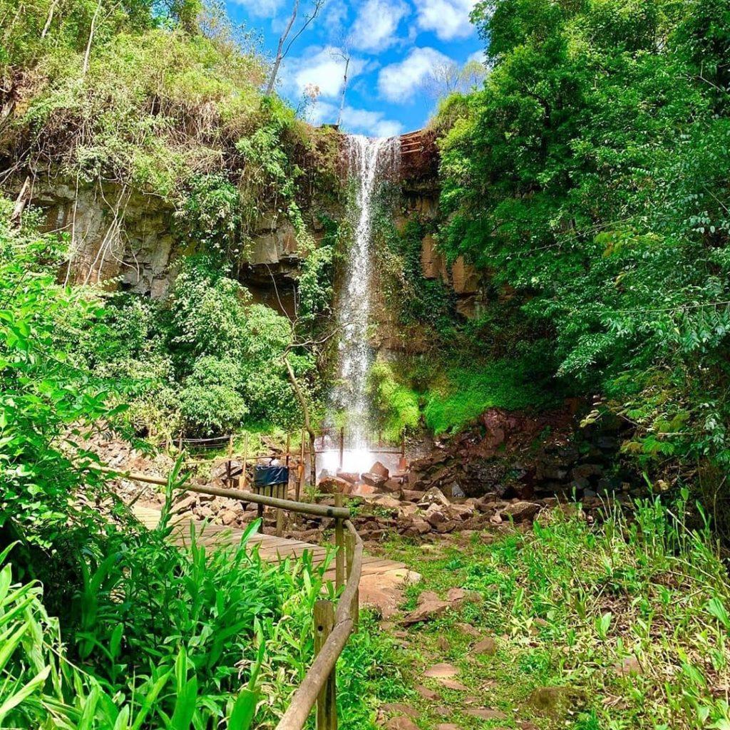 Visitar as cachoeiras